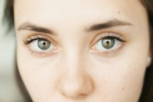 Gegen Augenringe, falten im Augenbereich und Tränensäcke